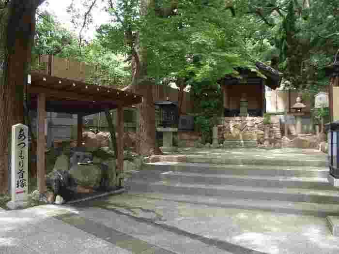 「敦盛公墓所(首塚)」。敦盛の首が祀られており、敦盛の菩提が弔われています。敦盛の胴体はまた別に「須磨浦公園」で祀られています。
