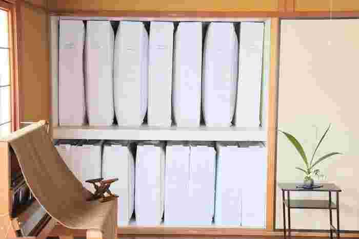 整理収納アドバイザーブログWITH LATTICEのNa~さんのお家でもIKEAのskubbを使った押入れ収納が取り入れられています。真っ白の押入れにきれいに揃った布団が美しい!