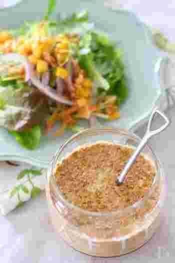 ちょっと野菜が足りない時に便利なサラダ。ツナ缶、胡麻、調味料だけで手軽においしいドレッシングが作れます。