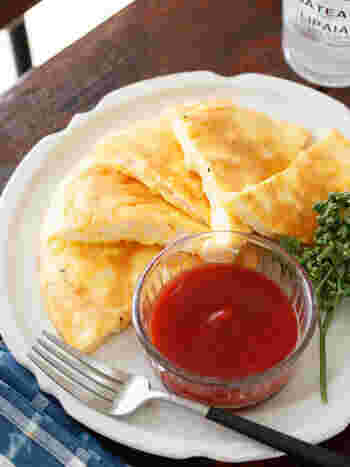 どれも消化しやすい、卵・チーズ・はんぺんの組み合わたオムレツです。ビニール袋でもんで焼くだけと簡単。冷めても美味しい&冷凍可とかなり便利です!お弁当に入れても。