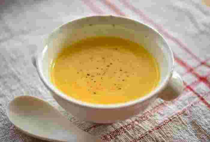 シンプルなかぼちゃのポタージュは、生クリームを使わずあっさりとした仕上がりで、体調が悪い時でもするする飲めてしまいます。ほんのすこし、小麦粉を炒めていれているので、舌触りが滑らかになっています。