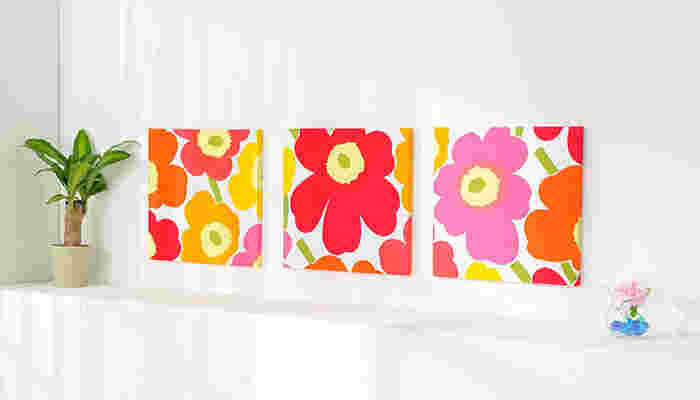 3枚で1枚のアートのような飾り方もおススメです。 1枚の生地を3枚に分割して飾ることで小さいスペースにも飾れます。