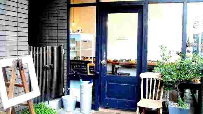 大阪府吹田市にある「ルマタン・ドゥ・ラヴィ(Boulangerie le matin de la vie)」は、南仏のパン屋さんを思わせる雰囲気が素敵なお店です。