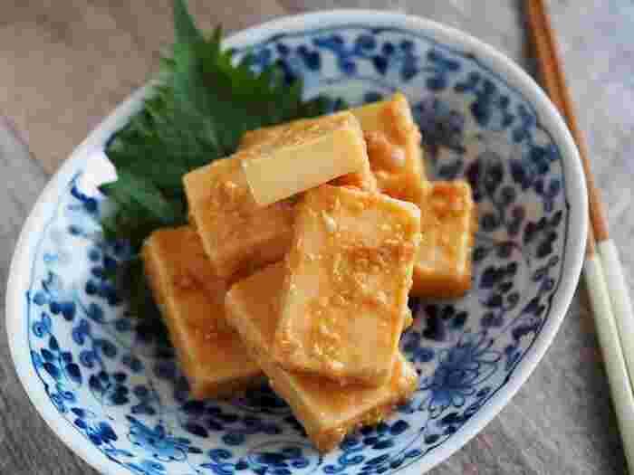 発酵食品は、複数を掛け合わせて食べると効果的だとか。こちらは、動物性の発酵食品であるチーズと、植物性発酵食品の味噌を組み合わせたヘルシーな一品。チーズと味噌だけでももちろんおいしいのですが、大人向けにわさびをプラスしています。日本酒にもワインにも合うおつまみです。