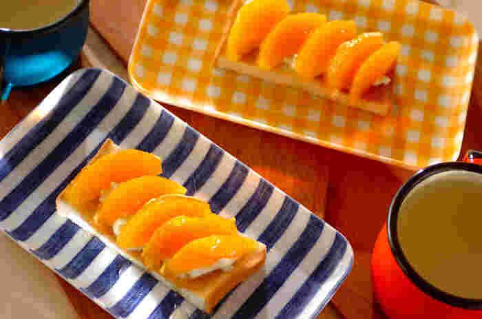 たっぷりのせたオレンジがみずみずしいオープンサンド。こちらはパンにマスカルポーネチーズが塗ってあります。糖分はハチミツだけを使った、砂糖の甘さが苦手な人にもおすすめなヘルシーレシピ♪