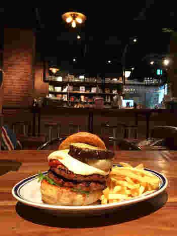 ハンバーガーは分厚いパティがとってもボリューミー。食べごたえ抜群です。
