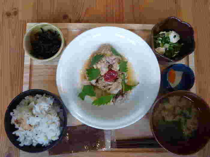 京都ならではの食材を使っていたり、素材にこだわっていたり。それぞれの特色があるカフェで、ぜひランチしてみてください。嵐山観光の合間に、ホッと一息できますよ。