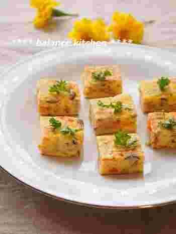 フライパンで作ることが多いフリッタータですが、卵焼き器で作るとメリットがたくさん!少ない分量でも分厚く作れて、角形のオシャレな形に焼き上がります。冷めてもおいしいので、お弁当のおかずにも◎
