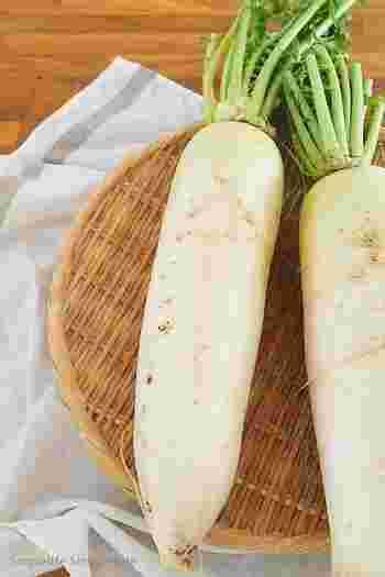 ■賞味期限:冷蔵保存で5日 ■保存方法:葉を切り落とし、切り口をラップや湿らせた新聞紙でくるみます。すぐに食べない場合は、冷凍保存もOK。その際は1回分ずつに切り分け、冷凍保存用の袋に入れて凍らせれば3週間ほどもちますよ。