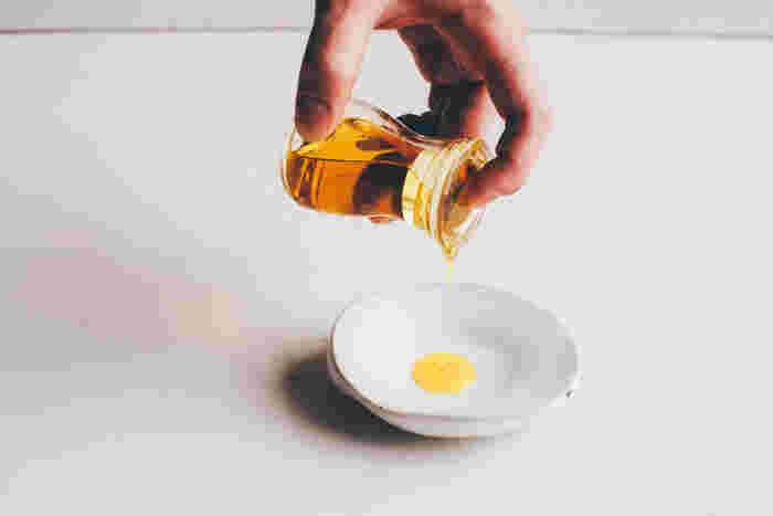 キュッとしまったネック部分が使いやすい定番のフォルム。スカッとするほど液切れが良い醤油差しは、昔ながらのフォルムを保ちながら、質の高さを実感できる一品です。