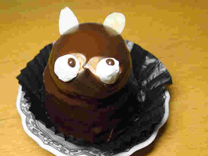 嬉しいことに東京にもたぬきケーキのお店があります。こちら東上線の下赤塚駅北口から徒歩約2分の距離にある「フランス製菓」のたぬきケーキは、たっぷりのバタークリームが詰まっていて、耳のアーモンドもキュートで素敵。