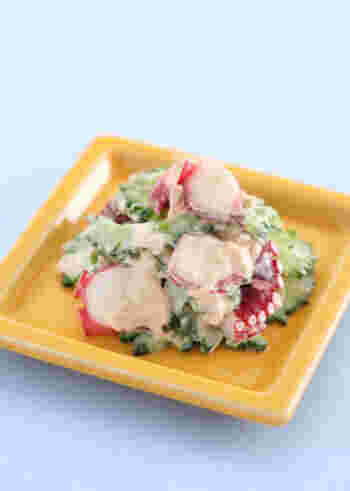サッと茹でたゴーヤを茹でタコとツナマヨで和えた一品。ゴーヤは出汁系はもちろん、マヨ系のレシピにも合うんですよ。爽やかな美味しさを堪能できる、冷やして美味しい一品です。