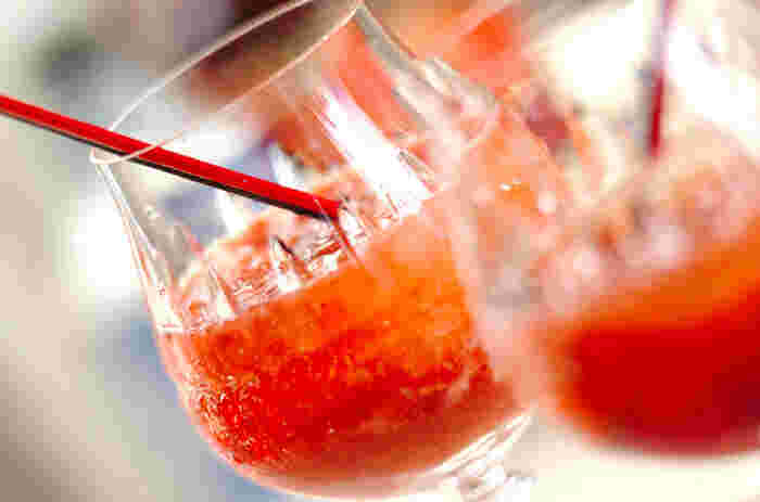 イチゴペーストやイチゴリキュールなど、イチゴ尽くしのデザート風ジンジャーエールドリンク。赤い色も可愛いですね。