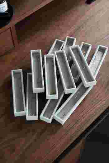 きれいに片付くと人気なのが、無印良品のベロア内箱仕切シリーズ。シンプルなデザインで組み合わせやすいと評判です。1本ずつ入れられるトレイは、数が増えても買い足せるところが便利ですね。
