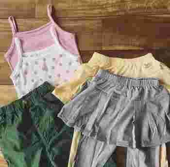 そんなときは、お洋服に「前側」の目印をつけてあげましょう!  ポイントは、「どのお洋服にも共通の印」にすること。 「前側のアイコン」を統一することで、子どもも混乱なく目印のルールを理解しやすくなります。
