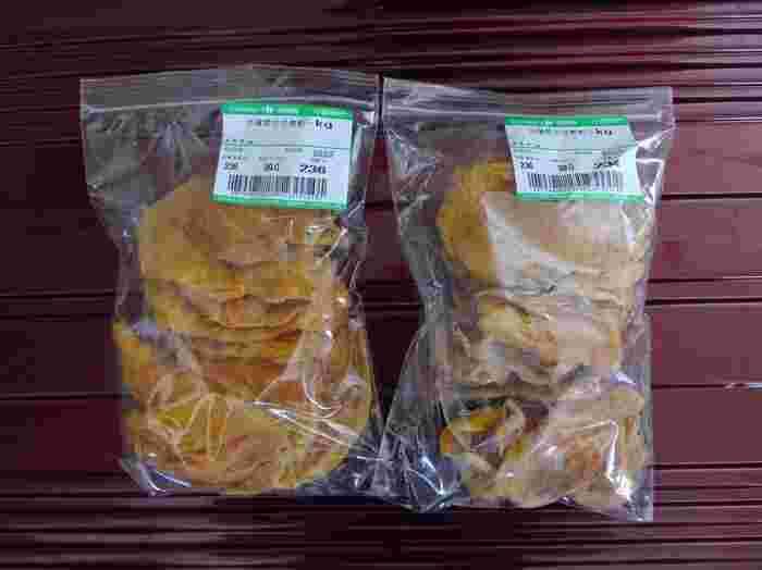 台湾のお土産で外せないのがドライフルーツ。  筆者はよくパインやマンゴーのドライフルーツをお土産に買って帰りますが、どれも甘みが強くておいしいですよ。