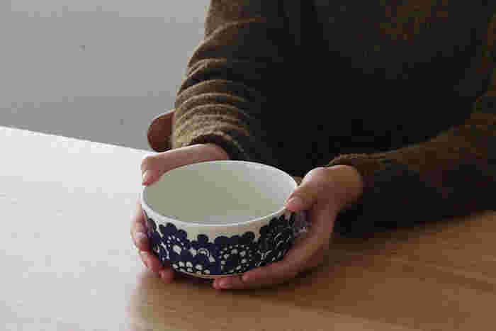 朝食時のヨーグルト用に、またひとり分のサラダを盛り付けたり、しっかりとした深さがあるのでスープ用にも使い勝手がよさそう。出番が多そうな小ぶりのボウルは家族の人数分用意しておくと重宝します。