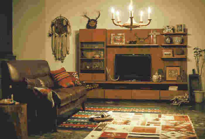 DVDやプレーヤー、リモコンなど・・・テレビ周りは何かと物が多くなりがち。そのくせお部屋の印象を左右する存在だったりします。素敵なTVボードがあれば、お部屋をオシャレでスッキリ見せることができそう。