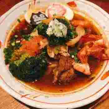 大人気のスープカレーは、ゴロゴロとした具材で食べ応え満点!ピリッとしたスープもやみつきになる味わいです。