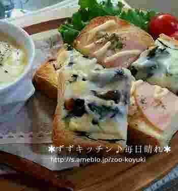 食パンにひじきの煮物とチーズをのせて、焼くだけ。忙しい朝にも簡単にできる時短トースト。もちろん、栄養は抜群です。冷凍してある作り置きのひじき煮物などでもOK。しょうゆ味とチーズは相性がいいですね。