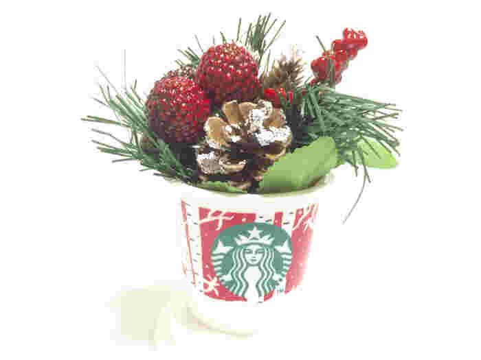 クリスマス仕様のカップは、クリスマスの飾りつけにもぴったり♪玄関に飾っておいても邪魔にならないサイズです。