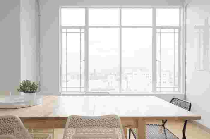 窓掃除はひどい汚れがない限り、慣れれば1枚1~3分で終わります。週末の半日もあれば家じゅうピカピカになりますよ♪これであなたのおうちの窓もすっかりキレイに。窓掃除が終わるころには体も心も空気も軽やかに変わっていることでしょう♪