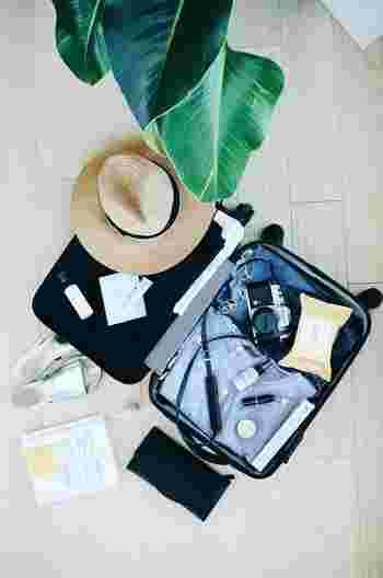 旅行バッグのパッキングをするのは楽しみの一つであるものの、悩みの種でもあったりしませんか? 旅先で「あれを持ってくれば良かった...」なんて後悔はしたくないですよね。そこで今回は、持っていくと便利な海外旅行のためのグッズをご紹介します。