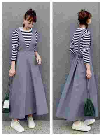 ライトグレーのジャンパーフレアースカートは、ボーダーを合わせても程よく女性らしさの残る便利アイテム。バッグやシューズはカジュアルにしてコーデを大人っぽい仕上がりに。