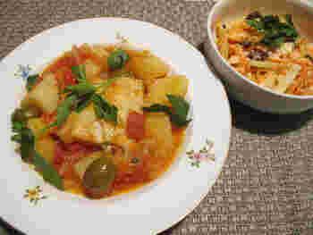 バカラオは、タラの塩漬けの干物のこと。タラがよく獲れる北欧では、ポピュラーな食材のようです。これを塩抜きし、じゃがいもなどとともにトマトソースで煮込みます。日本では入手しにくいので、塩タラを使うとよさそうですね。