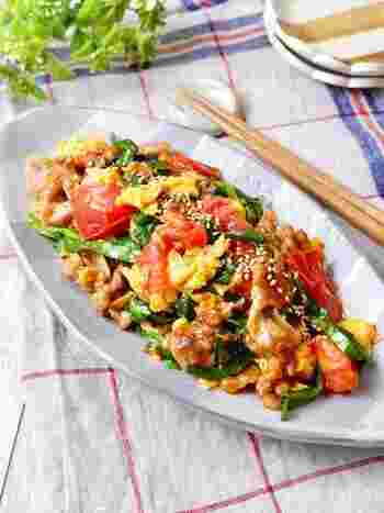 赤・黄・緑の3色が入った彩り豊かな一皿。スタミナアップ、夏バテ防止が期待できるので、暑い季節にぴったり。