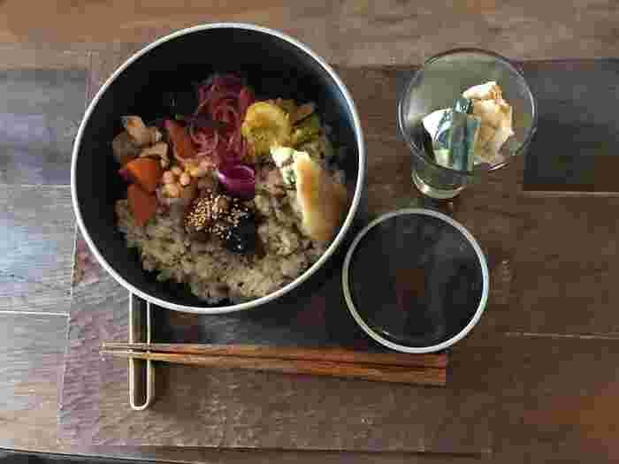 たっぷりの野菜に加え、大豆なども入っていてしっかりボリュームがあります。味付けもおいしく、大満足のランチです。