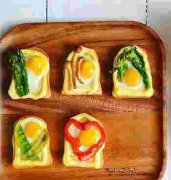 ミニチュア風のキュートなうずらの卵のせトーストのレシピ。ミニ食パンを使えば、卵のサイズと相性バッチリです。マヨネーズでパンの上にフチを作ってから、卵を割るのがコツ。お子さんと一緒に作っても楽しそうですね♪