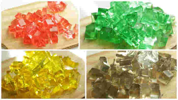 赤・黄色・緑は食紅を使って。グレーは、食用色素の黒と竹炭パウダーをほんのちょっぴり混ぜたものだそう。