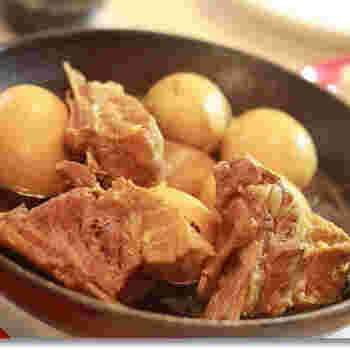 牡蠣醤油でコクのあるスペアリブを手軽に♪圧力鍋を使えば、すぐに柔らかなお肉に変身です。卵も染み染みにすると絶品で、ボリュームのある一品に。