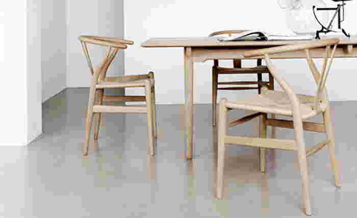数多くのデザイナーを排出する北欧。なかでも有名なのが、ハンス・J・ウェグナー。500種類以上の椅子をデザインし、その一部はニューヨーク近代美術館に所蔵されるなど、北欧デザインの巨匠として知られるデンマーク人家具デザイナーです。