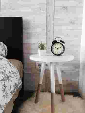白やナチュラルなど明るめの色味が多いお部屋は全体にメリハリがなく平凡になりがち。アクセントカラーは空間にピリッとスパイスを加える役割を担うので、はっきりとした色をもってきましょう。