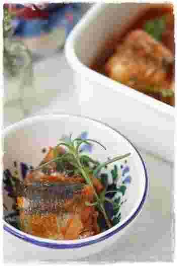 圧力鍋を使えば、秋刀魚のような少ししっかりめの骨も丸ごと食べられるようになります。洋風のトマト煮なら、子どもたちも喜んで平らげてくれそう。