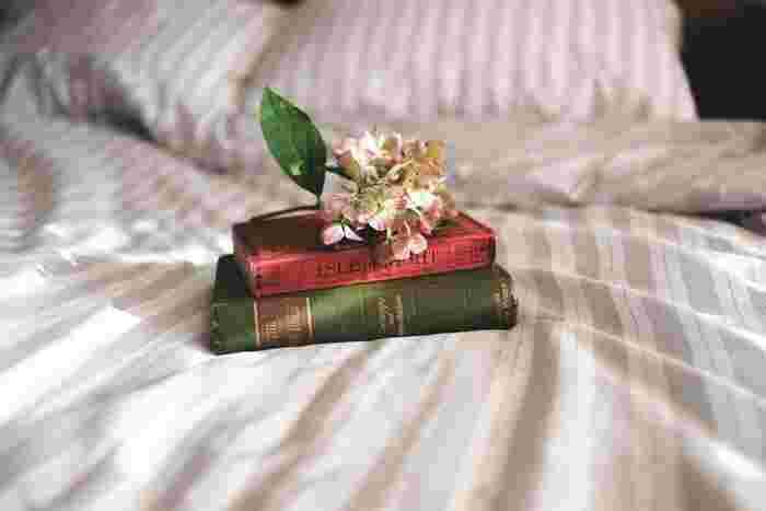 わけもなく気持ちが晴れない……。心に雲がかかった時に開きたい本20冊