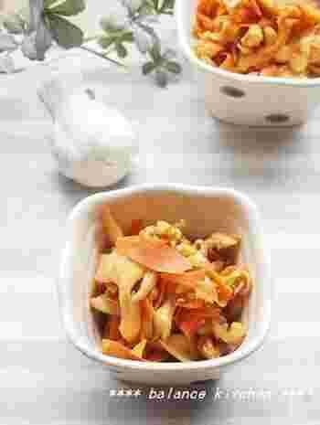 副菜&副々菜を作り置きするときは、色のバランスも大切。グリーンの野菜だけでなく、にんじんやかぼちゃなどβカロテン豊富な黄色い野菜や、赤い野菜なども必ず用意しましょう。また、くるみやアーモンドなど木の実を使うのも、必要な脂質が補えるのでおすすめ。