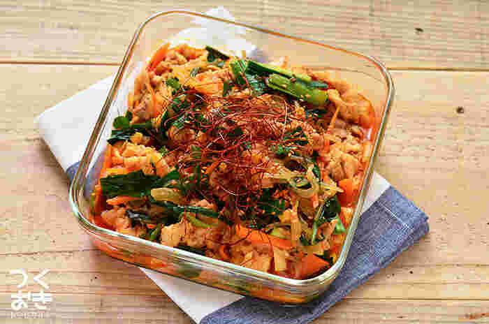 豚肉としらたきを使った、韓国風の炒め物。ほんのりピリ辛味でご飯がすすむメインおかずです。がっつり食べてスタミナをつけたいときにオススメ。