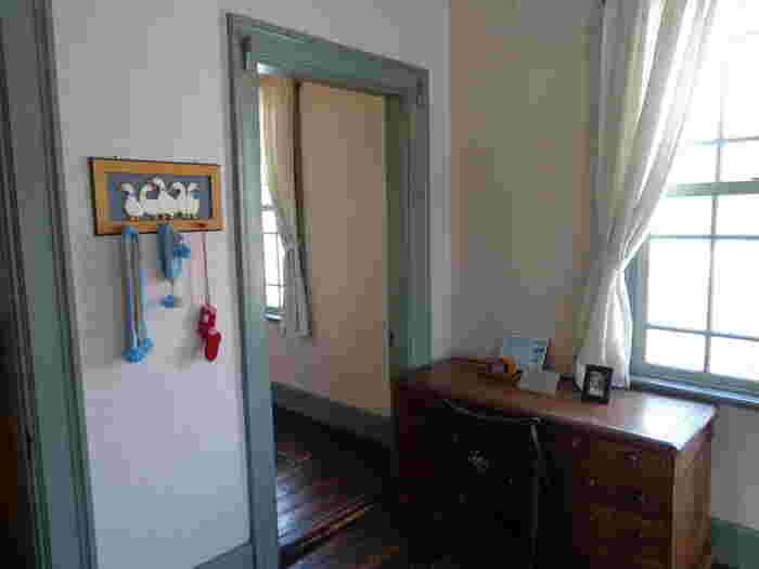2階の見学スペースには当時の寝室、子供部屋などが再現されています。