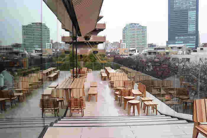 目黒川の桜並木やまちなみを一望♪和紙を使った内装や山形県の家具職人に委嘱した家具が穏やかな空気を醸して。