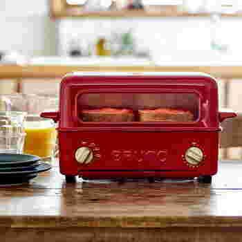外国の映画に出てきそうなかわいらしいデザイン!こちたはトースターとグリルが一体化し、焼く・あぶる・温めなどさまざまな調理が一台で出来る優れものです。高温かつ短時間で焼きあげるヒーターが上下にあり、忙しい朝にも重宝します。