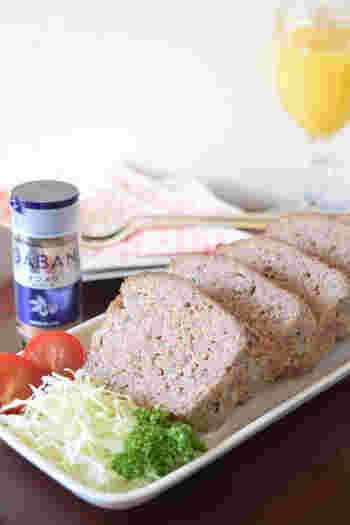 ハンバーグと似ていますが、テリーヌ型などでパンのように形作られたミートローフは、ホームパーティーなどにもおすすめ。なお、ミートローフは豚肉の割合を多めにするといいとか。