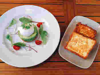 人気のブリオッシュフレンチトーストブランチは、数種類のメニューの中から好きな料理を選ぶスタイル。フレンチトーストは柔らかすぎず程よい食感があり、食事によく合うように甘さも控えめなので、男性にも喜ばれそうです。