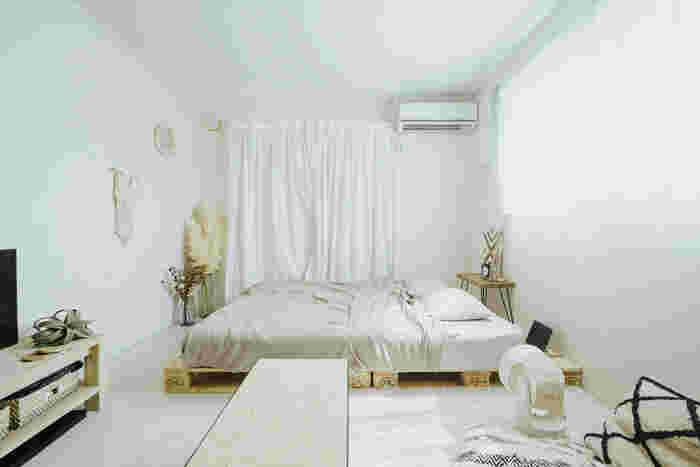 ディスプレイを床に置いたり低めに設置するとリラックスした雰囲気になり、お部屋を広く見せることができます。