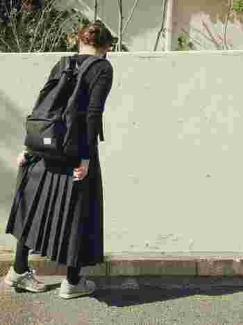 昔、お母様が着ていたというプリーツスカート。ファッションの流行はめぐると言いますが、いまの時代ではなかなか見つけられないぴったりな一着がみつかるかもしれません。