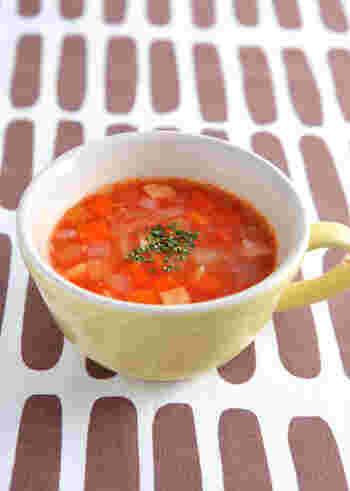 ベーコンと野菜を炒めて、10分煮込んだらできあがり♪冷蔵庫にある野菜や旬の野菜を加えても美味しく仕上がります。粉チーズをかけたり、パスタと合わせたりといろんなアレンジを楽しめます。