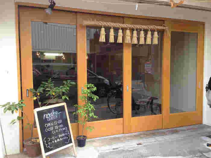 浅草観音堂裏の路地にある「NOAKE(ノアケ)」。センスの良い洋菓子が人気のスイーツショップです。都内に3店舗しかないので、手土産にすると喜ばれること間違いなしですよ。