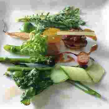 軽井沢でとれる新鮮野菜の持つ素材を生かしつつ、新しい息吹を吹きかけてあげた美しいプレートはどれもため息が出るものばかり。
